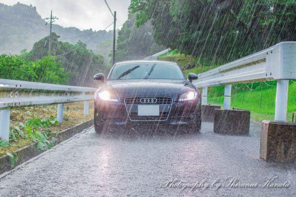 雨の夜の「凶器」~対向車のヘッドライトに眩惑されても事故を起こさない方法とは?~