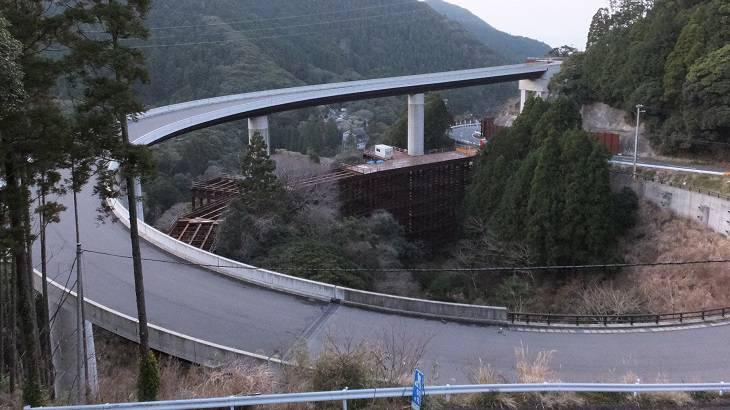 ミニレポ】【千葉県】【未成橋】山中に現れる巨大未成橋、天津ループ橋